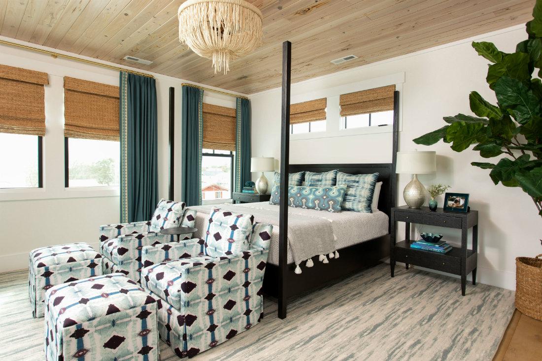 carolina-beach-nc-bedroom-with-chairs