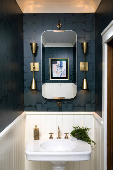 wilmington-nc-dark-navy-blue-bathroom-walls