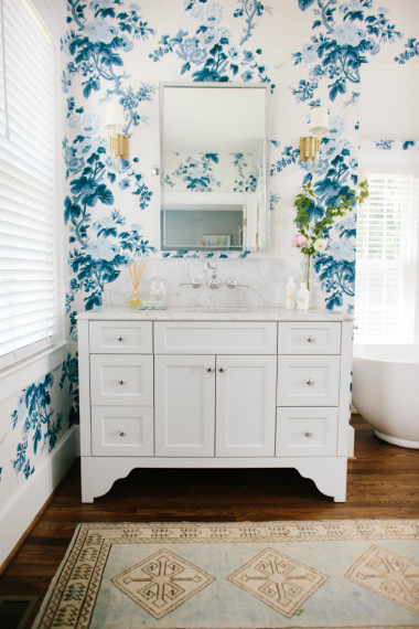 wilmington-nc-pattern-floral-blue-wallpaper-bathroom