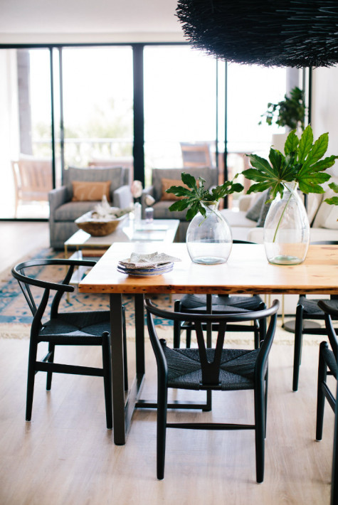 black-chairs-wooden-dining-table-wrightsville-beach-nc