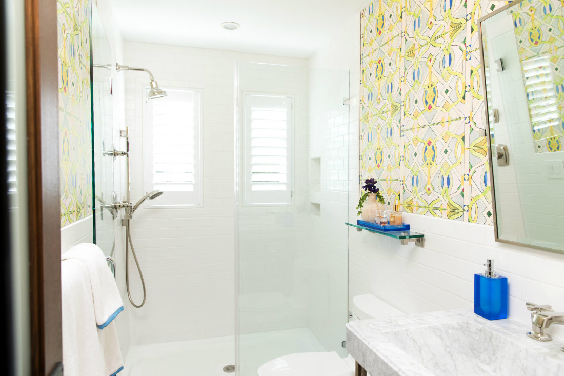 bright-white-shower-glass-door-yellow-wallpaper