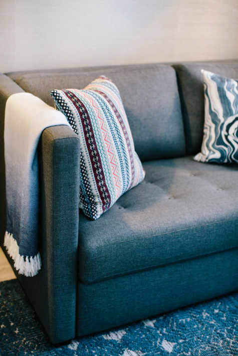 couch-zoom-detail-decorative-pillows-gatehred