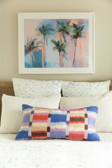 palm-tree-above-bedroom-headboard-pillows