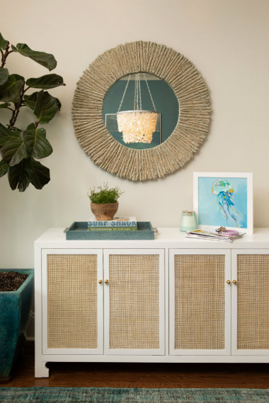 side-table-accessories-mirror-indoor-plant