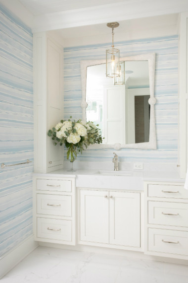 bathroom-blue-white-beachy-wallpaper