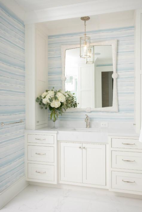 bathroom-blue-white-beachy-wallpaper