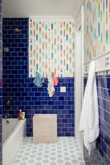 dark-blue-tile-bathroom-interior-design-kids