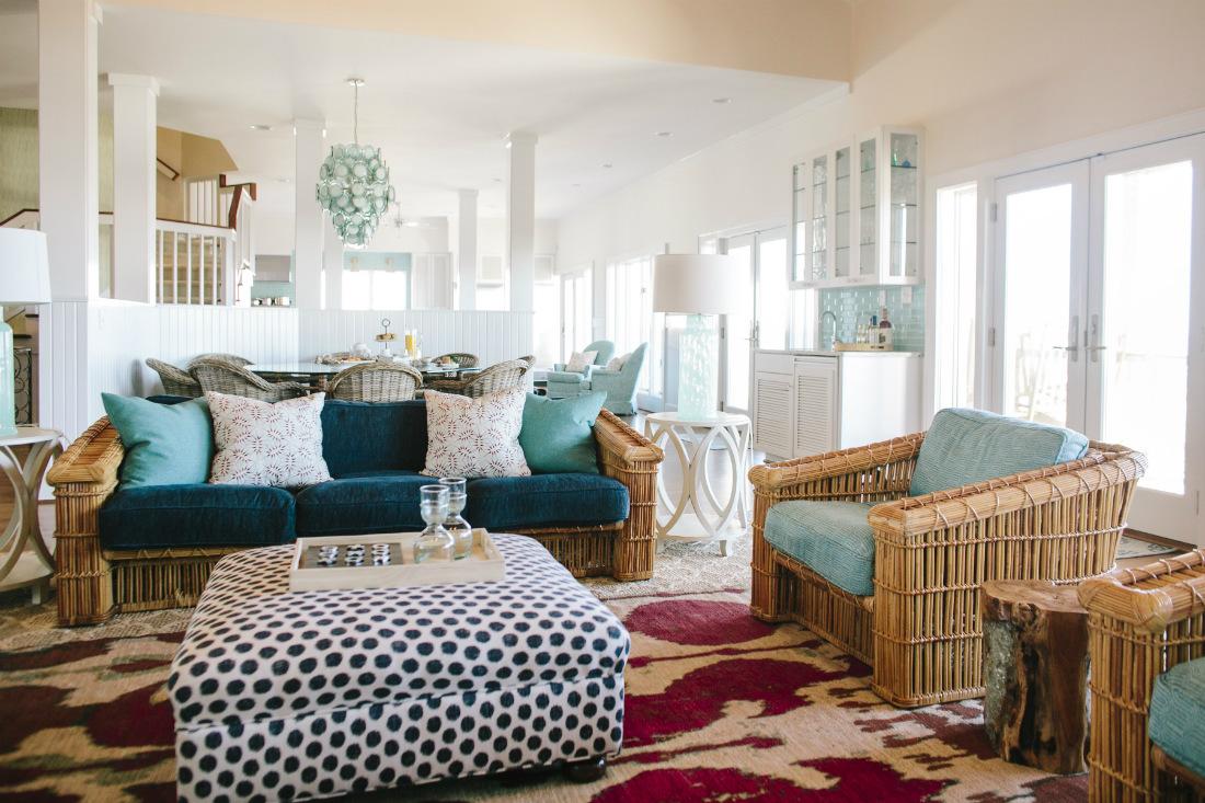 figure-eight-island-nc-gathered-living-room