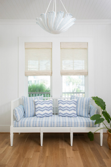 gathered-upholstered-bench-seat-interior-design