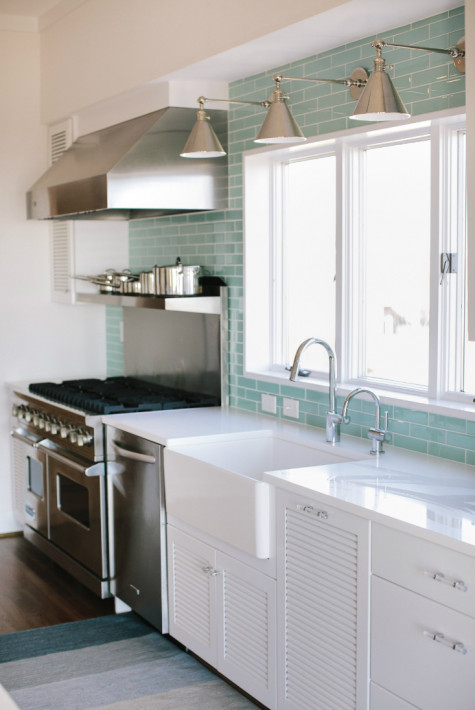 kitchen-with-stainless-steel-hood-and-teal-blue-tile-backsplash
